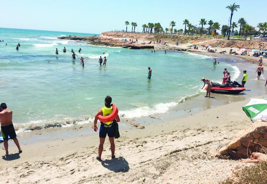 Nearly 700 incidents in July on the beaches of Orihuela