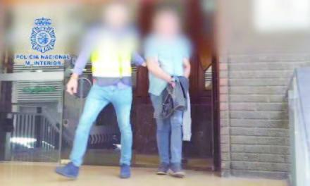 Blackmailing burglar arrested