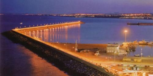 Police move swimmers from 'salt pier'